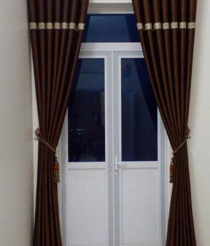 Rèm cửa vải màu nâu cách điệu