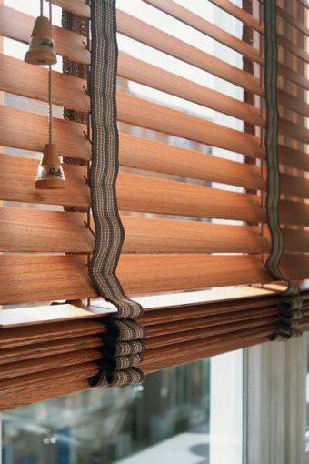 Treo rèm gỗ hợp phong thủy