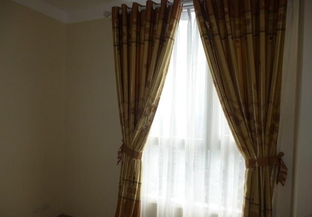 Sử dụng gam màu vải phù hợp với màu sơn tường tạo sự hài hòa cho không gian căn hộ