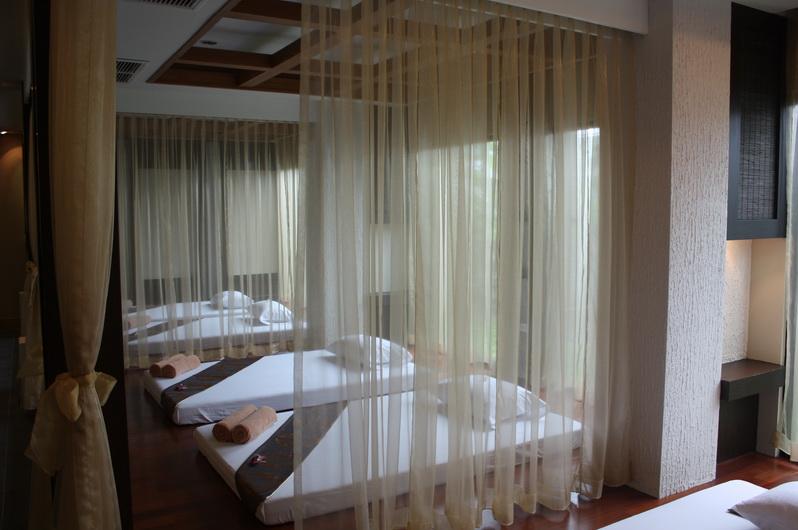 Mẫu rèm cửa ngăn giường cho spa đẹp